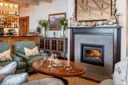 Hot Tubs and Indoor Fire Places – Why We Love Winter Getaways